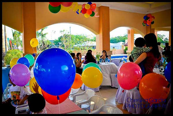 Order balloon bouquets to decorate with balloons at parties