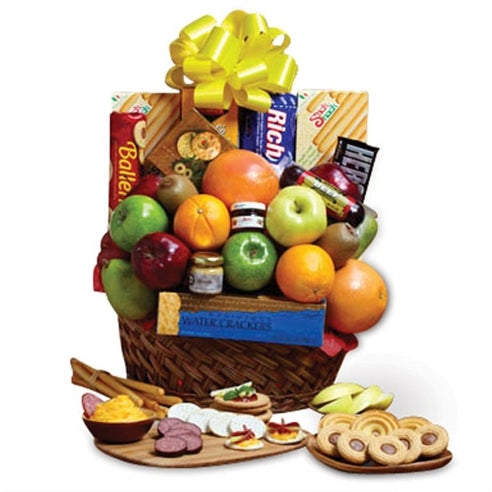 Awesome gifts baskets for guys with fresh fruit, snacks, and chocolates