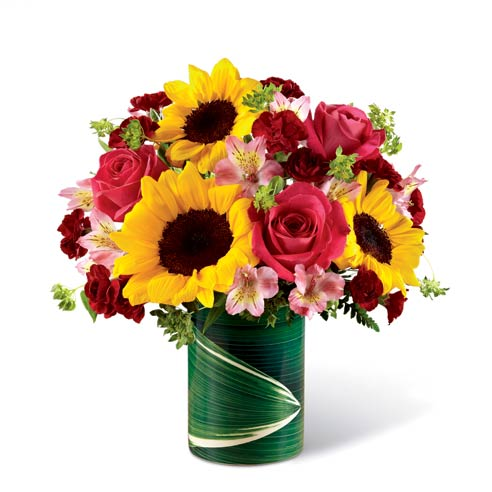 Mixed sunflower and pink rose summer flowers bouquet with leaf vase