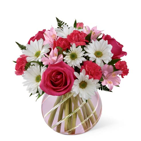 Pink flower bouquet with roses, daisies and cheap flowers for flower delivery