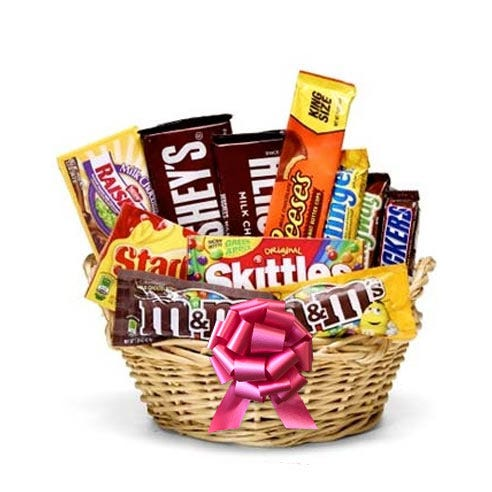 Valentine's Day ideas for her cheap Valentine candy gift basket